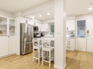 """Photo 5: 101 988 W 16TH Avenue in Vancouver: Cambie Condo for sale in """"THE OAKS"""" (Vancouver West)  : MLS®# R2498587"""