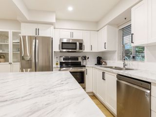 """Photo 7: 101 988 W 16TH Avenue in Vancouver: Cambie Condo for sale in """"THE OAKS"""" (Vancouver West)  : MLS®# R2498587"""