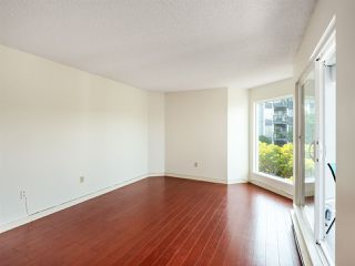 "Photo 4: 204 1345 W 4TH Avenue in Vancouver: False Creek Condo for sale in ""GRANVILLE ISLAND VILLAGE"" (Vancouver West)  : MLS®# R2396643"
