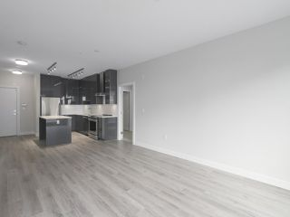 "Photo 7: 104 1768 GILMORE Avenue in Burnaby: Brentwood Park Condo for sale in ""Escala"" (Burnaby North)  : MLS®# R2398729"