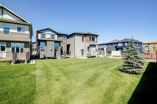 Photo 4: 329 Walgrove Terrace SE in Calgary: Walden Detached for sale : MLS®# A1045939