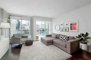 """Main Photo: 910 161 W GEORGIA Street in Vancouver: Downtown VW Condo for sale in """"Cosmo"""" (Vancouver West)  : MLS®# R2434898"""