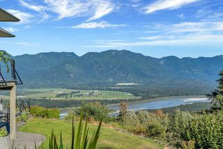 Photo 10: 43380 HONEYSUCKLE Drive in Chilliwack: Chilliwack Mountain House for sale : MLS®# R2503671
