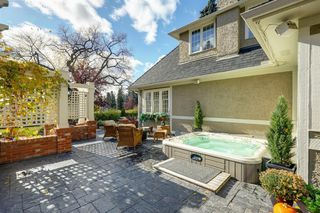 Photo 10: 868 Hillcrest Avenue SW in Calgary: Upper Mount Royal Detached for sale : MLS®# A1042342