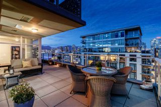 "Main Photo: 1401 138 W 1ST Avenue in Vancouver: False Creek Condo for sale in ""WALL CENTRE FALSE CREEK"" (Vancouver West)  : MLS®# R2398752"