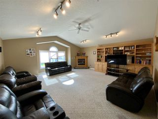 Photo 2: 208 Parkglen Close: Wetaskiwin House for sale : MLS®# E4212819