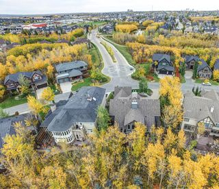 Photo 4: 32 Wentwillow Lane SW in Calgary: West Springs Detached for sale : MLS®# A1056661