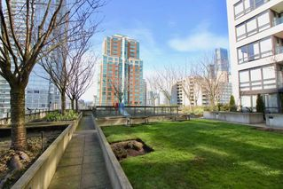 "Photo 14: 1610 938 SMITHE Street in Vancouver: Downtown VW Condo for sale in ""ELECTRIC AVENUE"" (Vancouver West)  : MLS®# R2440218"