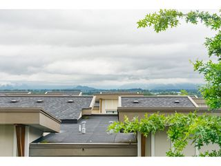 """Photo 35: 62 9989 BARNSTON Drive in Surrey: Fraser Heights Townhouse for sale in """"HIGHCREST"""" (North Surrey)  : MLS®# R2471184"""