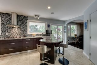 Photo 6: 55 QUESNELL Crescent in Edmonton: Zone 22 House for sale : MLS®# E4207967