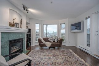 """Photo 4: 304 55 E 10TH Avenue in Vancouver: Mount Pleasant VE Condo for sale in """"ABBEY LANE"""" (Vancouver East)  : MLS®# R2526018"""