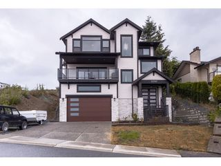 Photo 1: 33797 KNIGHT Avenue in Mission: Mission BC House for sale : MLS®# R2474050