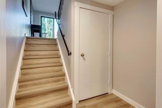 Photo 5: 123 WOODVALE Bay SW in Calgary: Woodlands Row/Townhouse for sale : MLS®# A1032069