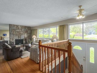 Photo 2: 1367 BRIARLYNN Crescent in North Vancouver: Westlynn House for sale : MLS®# R2388513