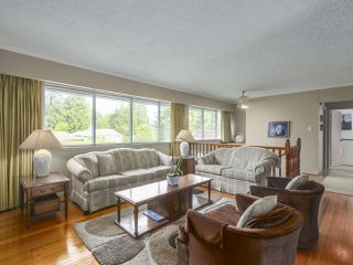 Photo 3: 1367 BRIARLYNN Crescent in North Vancouver: Westlynn House for sale : MLS®# R2388513
