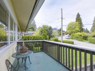 Photo 13: 1367 BRIARLYNN Crescent in North Vancouver: Westlynn House for sale : MLS®# R2388513