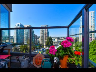 Photo 3: 803 1003 PACIFIC Street in Vancouver: West End VW Condo for sale (Vancouver West)  : MLS®# R2397725