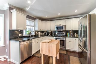 """Photo 7: 20608 93A Avenue in Langley: Walnut Grove House for sale in """"GORDON GREENWOOD"""" : MLS®# R2455681"""