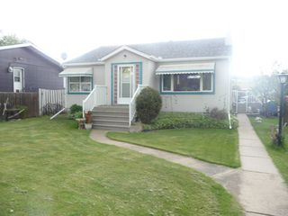 Photo 2: 5216 54 Avenue in Viking: House for sale