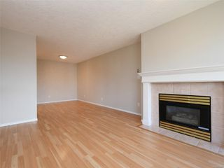 Photo 5: 302 898 Vernon Ave in : SE Swan Lake Condo for sale (Saanich East)  : MLS®# 853897