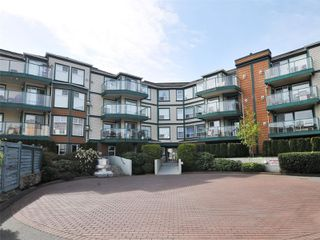 Photo 2: 302 898 Vernon Ave in : SE Swan Lake Condo for sale (Saanich East)  : MLS®# 853897