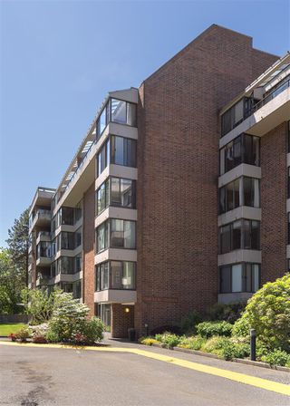 Photo 3: 606 4101 YEW STREET in Vancouver: Quilchena Condo for sale (Vancouver West)  : MLS®# R2461773