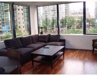 "Photo 2: 509 1333 W GEORGIA Street in Vancouver: Coal Harbour Condo for sale in ""QUBE"" (Vancouver West)  : MLS®# V654810"