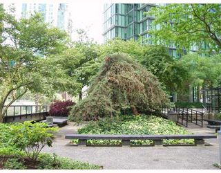 """Photo 7: 509 1333 W GEORGIA Street in Vancouver: Coal Harbour Condo for sale in """"QUBE"""" (Vancouver West)  : MLS®# V654810"""