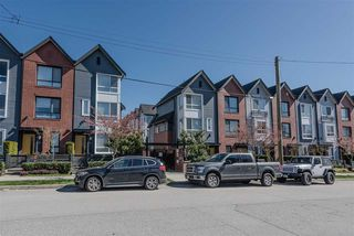"Photo 12: 32 6868 BURLINGTON Avenue in Burnaby: Metrotown Townhouse for sale in ""Metro"" (Burnaby South)  : MLS®# R2403325"