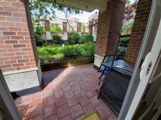 "Photo 12: 317 13883 LAUREL Drive in Surrey: Whalley Condo for sale in ""EMERALD HEIGHTS"" (North Surrey)  : MLS®# R2477039"