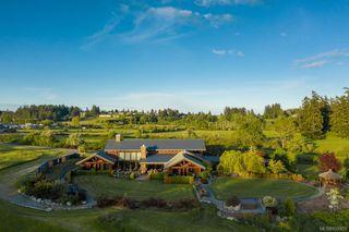 Photo 1: 1563 Mt. Newton Cross Rd in Central Saanich: CS Saanichton House for sale : MLS®# 839923