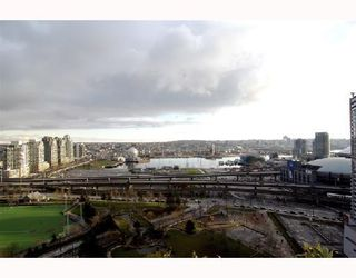 "Photo 10: 2405 550 TAYLOR Street in Vancouver: Downtown VW Condo for sale in ""THE TAYLOR"" (Vancouver West)  : MLS®# V699646"