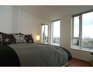 "Photo 4: 2405 550 TAYLOR Street in Vancouver: Downtown VW Condo for sale in ""THE TAYLOR"" (Vancouver West)  : MLS®# V699646"