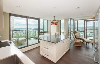"""Photo 7: 2901 1367 ALBERNI Street in Vancouver: West End VW Condo for sale in """"The Lions"""" (Vancouver West)  : MLS®# R2428959"""