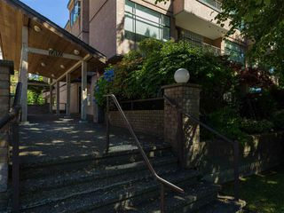 """Photo 21: 104 1702 CHESTERFIELD Avenue in North Vancouver: Central Lonsdale Condo for sale in """"Chesterfield Place"""" : MLS®# R2482500"""