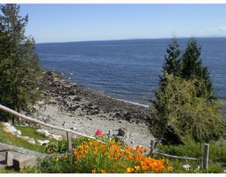 """Main Photo: 713 GEDDES Road in Gibsons: Roberts Creek House for sale in """"ROBERTS CREEK"""" (Sunshine Coast)  : MLS®# V693516"""
