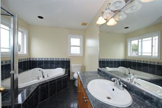 Photo 11: 8862 139 Street in Surrey: Bear Creek Green Timbers House for sale : MLS®# R2493060