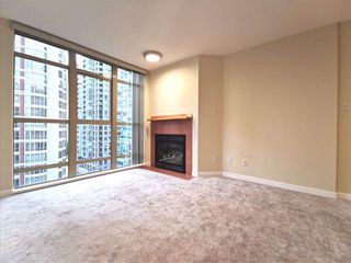 Photo 2: 905 819 HAMILTON Street in Vancouver: Downtown VW Condo for sale (Vancouver West)  : MLS®# R2509876