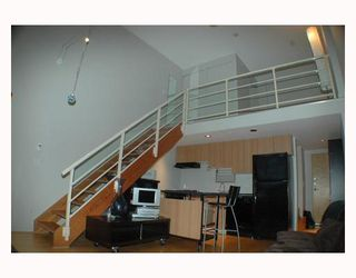 """Photo 2: 713 933 SEYMOUR Street in Vancouver: Downtown VW Condo for sale in """"THE SPOT"""" (Vancouver West)  : MLS®# V794826"""