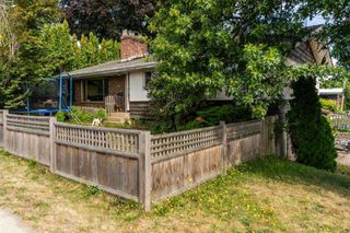 Photo 2: 31613 MARSHALL Road in Abbotsford: Poplar House for sale : MLS®# R2396910