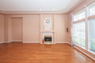 Photo 3: 7836 156A Street in Surrey: Fleetwood Tynehead House for sale : MLS®# R2437169