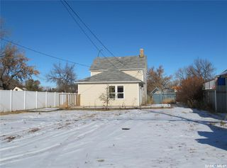 Photo 3: 1440 4th Street in Estevan: City Center Residential for sale : MLS®# SK831485