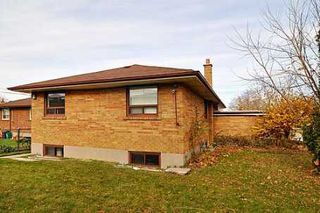 Photo 2:  in Toronto: House (Bungalow) for sale (E08: TORONTO)  : MLS®# E1738904