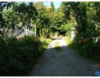 Photo 3: 3697 BEACH Avenue in Roberts_Creek: Roberts Creek House for sale (Sunshine Coast)  : MLS®# V644854