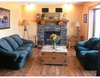 Photo 2: 29077 PARK Road in BIRDSHILL: Anola / Dugald / Hazelridge / Oakbank / Vivian Residential for sale (Winnipeg area)  : MLS®# 2803513