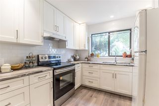 Photo 4: 106 511 GATENSBURY Street in Coquitlam: Central Coquitlam Townhouse for sale : MLS®# R2391118