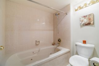 """Photo 15: 1702 69 JAMIESON Court in New Westminster: Fraserview NW Condo for sale in """"PALACE QUAY"""" : MLS®# R2436874"""
