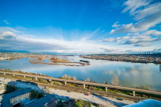 "Main Photo: 1702 69 JAMIESON Court in New Westminster: Fraserview NW Condo for sale in ""PALACE QUAY"" : MLS®# R2436874"