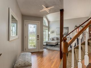 Photo 3: 16 RIVERVIEW Gardens SE in Calgary: Riverbend Detached for sale : MLS®# A1020515