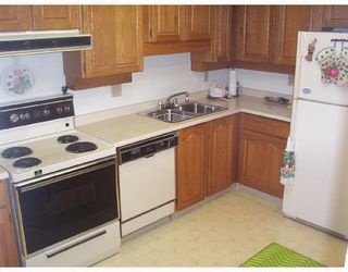 """Photo 3: 109 777 8TH Street in New_Westminster: Uptown NW Condo for sale in """"MOODY GARDENS"""" (New Westminster)  : MLS®# V659069"""